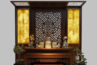 Đặt bát hương trên bàn thờ - khoa học tâm linh mà gia chủ nào cũng phải nắm rõ